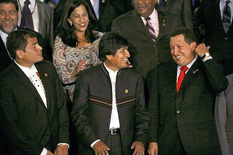 Correa, Morales y Chávez, referentes del ALBA,   AP