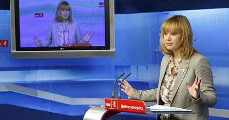 La secretaria de Organización del PSOE, Leire Pajín, en rueda de prensa. | Efe