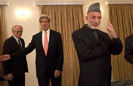 Hamid Karzai, durante la rueda de prensa con el senador estadounidense John Kerry. | Reuters