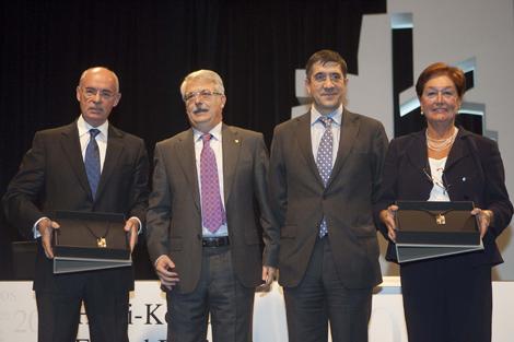 López, entre Laskurain, Churiaque y Begoña López Errasti, en el aniversario del TVCP. | Mitxi