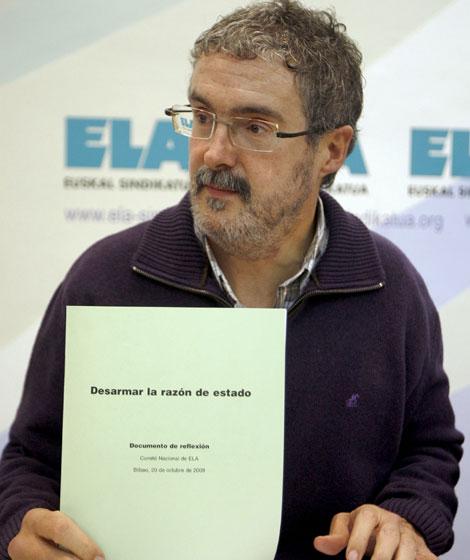 Adolfo Muñoz presenta en Bilbao ?desarmar la razón de Estado'. | Efe