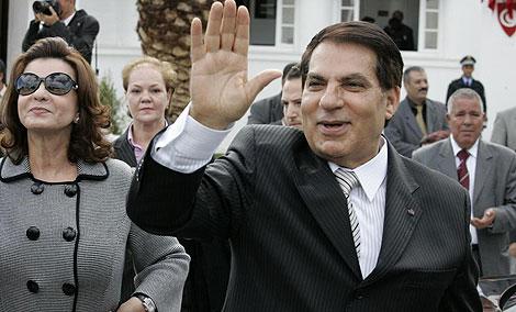El reelegido Ben Alí, junto a su esposa. | Ap