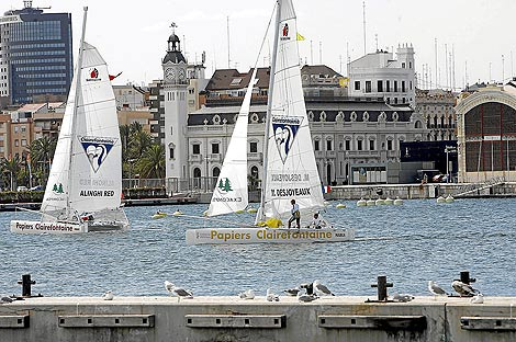 Entrenamiento con catamaranes en la Dársena del puerto de Valencia | José Cuéllar.