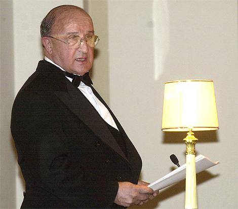 José Antonio Escudero lee su discurso de ingreso en la Real Academia de Historia. | Efe