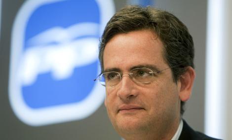 Antonio Basagoiti durante la rueda de prensa en la sede del PP en Vitoria. | Efe