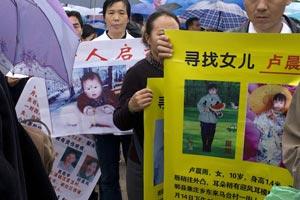 Los padres de los niños robados durante un encuentro en la ciudad de Hangzhou.  A. Parra
