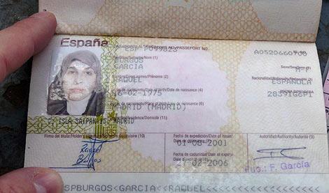 Pasaporte de la española hallado en una operación contra los talibanes en Pakistán. | Efe
