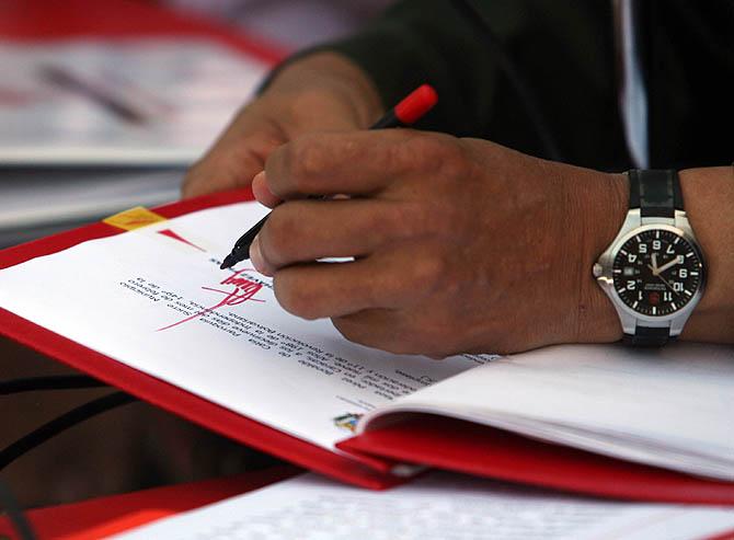 Chávez promulga la enmienda a la Constitución que permite la reelección sin límite de mandatos (20 de febrero de 2009) / PRENSA PRESIDENCIAL