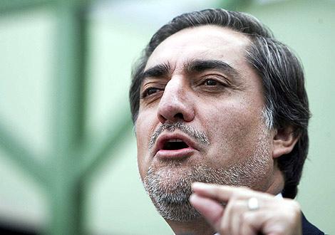 el candidato opositor, Abdulá Abdulá, durante una rueda de prensa. | Efe