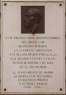 Placa conmemorativa de la reconstrucción.