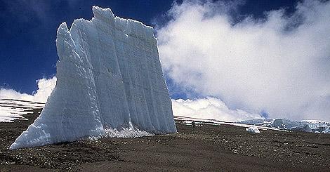 Testigo de hielo de uno de los glaciares en retroceso del Kilimanjaro. | L. Thompson