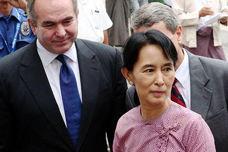 La líder opositora a su llegada a la reunión con la delegación de EEUU. | Reuters