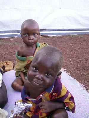 Niños en el centro nutricional de MSF en Boda.   Foto: R.Rya.