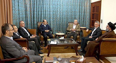 El líder de Hizbulá Hassan Nasrallah, durante una reunión con la oposición. | Efe
