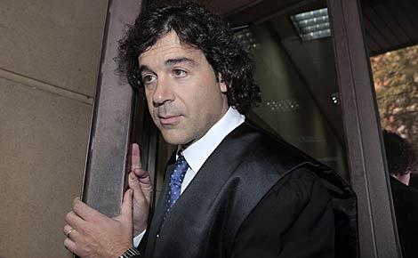 Francisco Javier Díaz Aparicio, ayer, al salir de la Audiencia.   Antonio Heredia