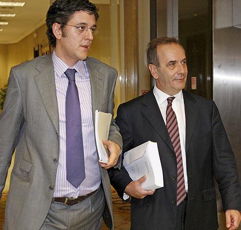 Los socialistas Eduardo Madina y José Antonio Alonso. | E. M.