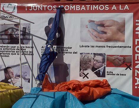 Imagen del cartel repartido por el estado de Hidalgo para concienciar sobre la gripe A. (elmundo.es)