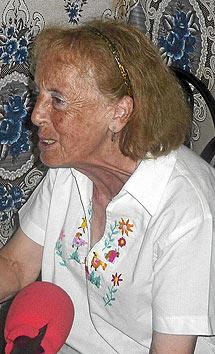 Catalina en la emisora de radio Segundo Montes, en Morazán. | L. Leonardo