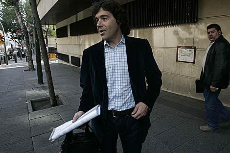 El abogado del pirata 'Abdu Willy', a las puertas de la Audiencia. | Diego Sinova
