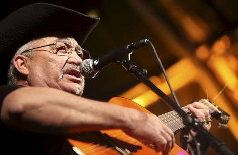 El cantante Eliades Ochoa, anoche en Las Palmas. | Foto: Efe