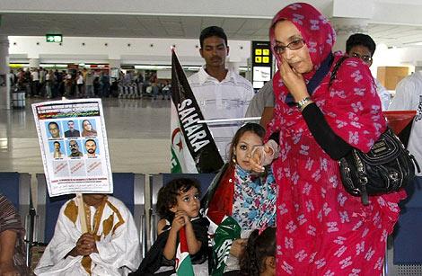 La activista saharauir Aminatu Haidar, ayer en el aeropuerto de Lanzarote. | Efe