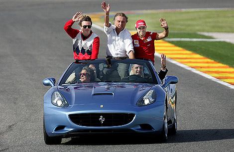 Barberá y Camps, a los mandos del Ferrari en Valencia.   AFP