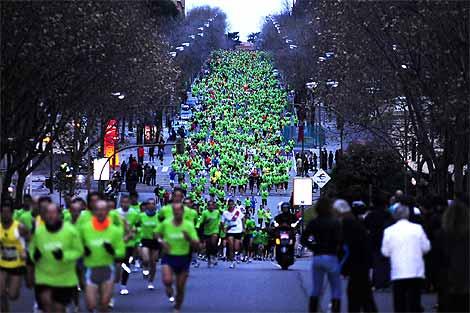 Miles de personas recorren la calle Serrano de Madrid. | Last Lap