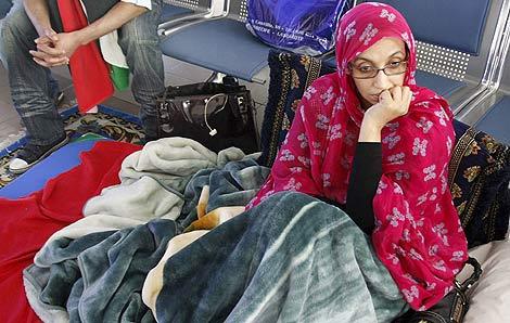 La activista saharaui Aminatu Haidar, tras iniciar la huelga de hambre en Lanzarote. | Efe