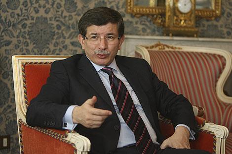 El ministro de Exteriores de Turquía, Ahmet Davutoglu. | Foto: Alberto Cuéllar
