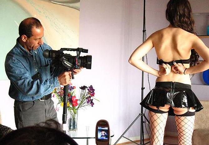 La actriz porno Sasha Grey, en el rodaje de una película. | EL MUNDO