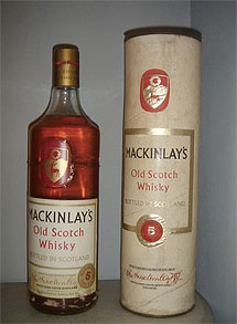 Una botella 'actual' de Mackinlay's.