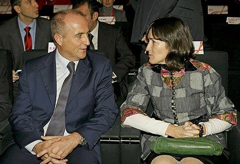 El ministro de Industria, Miguel Sebastián, y la titular de Cultura, Ángeles González Sinde. | Efe