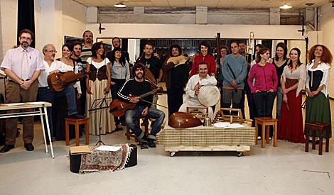 El grupo de música antigua Artefactum, posa al completo en el Lope de Vega. | E. Lobato