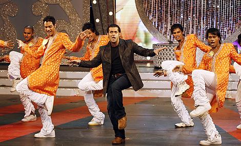 Representación del típico baile de las películas indias. | Afp
