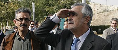 El presidente José Antonio Griñán en una visita a Puente Genil. | Madero Cubero