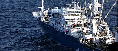 El 'Alakrana' rumbo a las Seychelles tras ser liberado. | Reuters