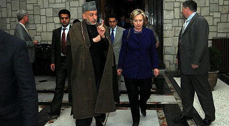 Hamid Karzai y Hillary Clinton, en Kabul. | Efe