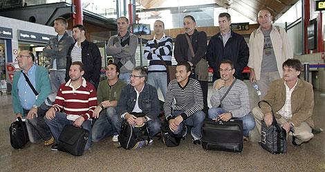 Los miembros de la tripulación de refresco del 'Alakrana'. | Efe