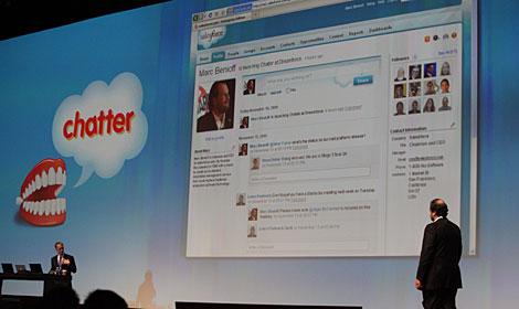Marc Benioff, fundador y presidente de SalesForce, presenta Chatter.