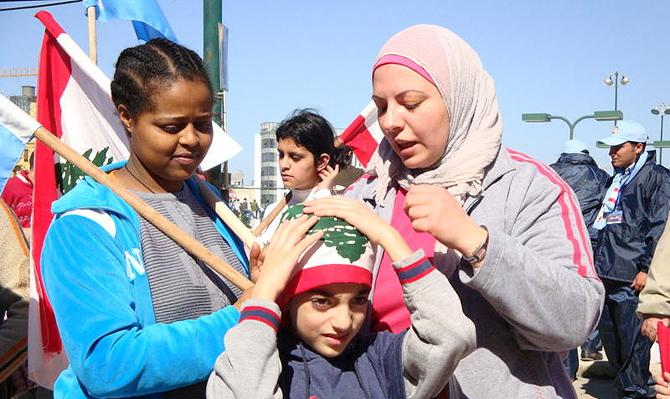 Una trabajadora doméstica acompañaba a su empleadora a una manifestación en Beirut. | Foto: MG.Prieto