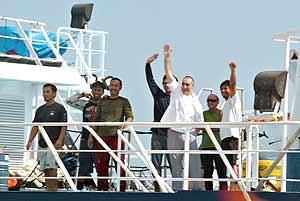Llegada del 'Alakrana' a puerto (AFP).