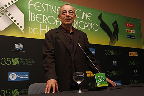 El actor José Luis Gómez, en la rueda de prensa del festival onubense.   E. Domínguez