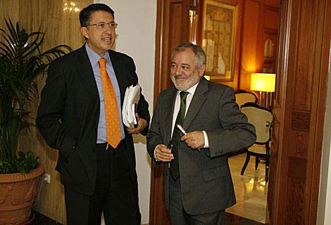 El alcalde, Andrés Ocaña (IU), a la derecha, junto al socialista Rafael Blanco. | M. Cubero