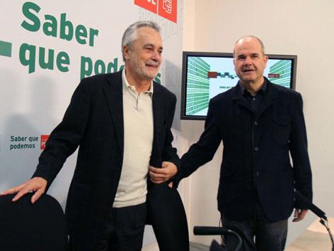 El presidente andaluz y el vicepresidente tercero, en la comparecencia de este sábado. | Efe