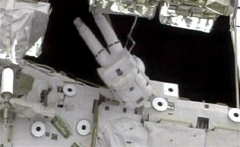 Randy Bresnik y Mike Foreman durante el paseo espacial   Reuters