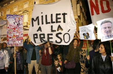 Varios manifestantes protestan contra los diferentes desfalcos.   S. Cogolludo