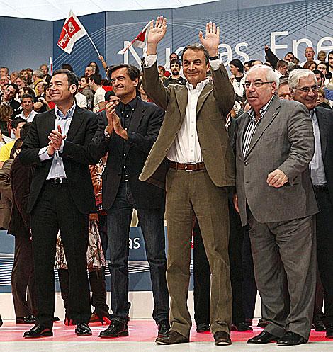 Zapatero, junto a Tomás Gómez, Juan Fernando López Aguilar y Vicente Álvarez Areces, tras el mitin. | Efe