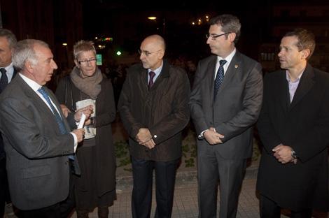 Rodolfo Ares conversa con el alcalde de Andoain. | Justy