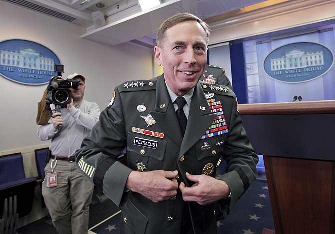 David Patreus tras una rueda de prensa en la Casa Blanca. |AP