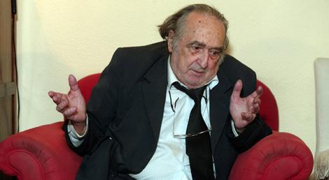 El escritor Rafael Sánchez Ferlosio, en su domicilio, en 2004. | Javi Martínez